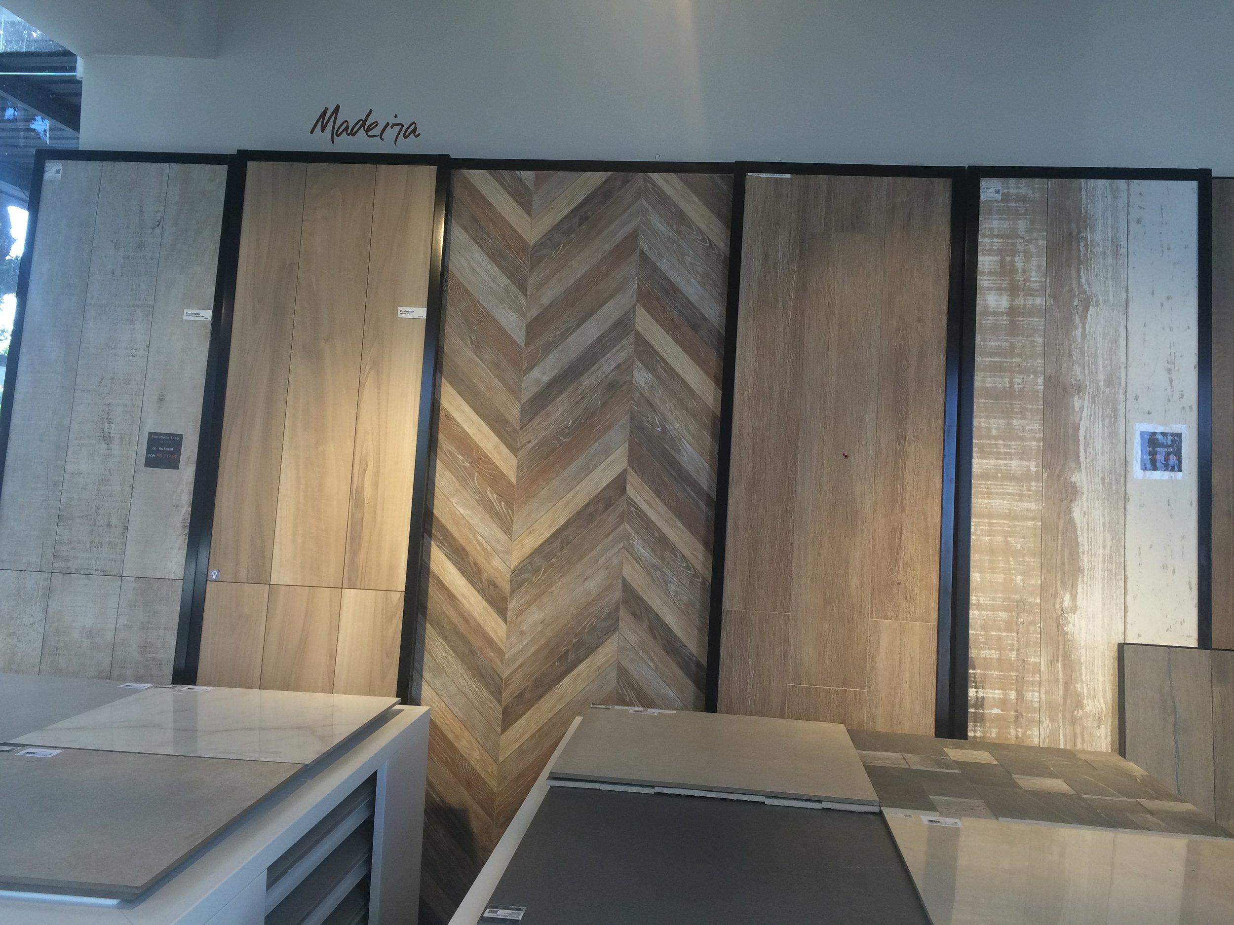 Foto 05: Revestimentos com textura e cor de madeira  Fonte: Arquivo Madi Arquitetura & Design