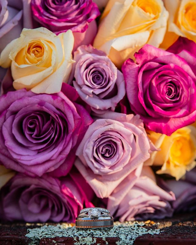 It's a beautiful Tuesday morning! Hope everyone is doing well. Here is a little teaser from last weekends #wedding  Loved these flowers and rings.  #weddingrings #weddingflowers #bridalbouquet #roses #diamondring #columbiasc #lexingtonsc #sodacity #bride #love #marriage #weddingbouquet