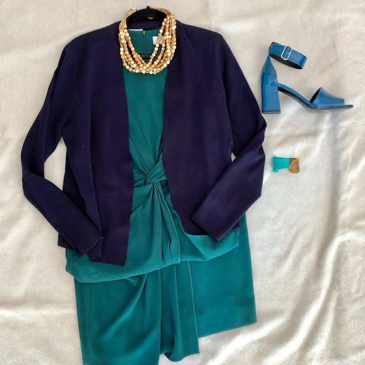 Green, navy and teal are not only a cool combination, they also create a sophisticated outfit perfect for work presentations.