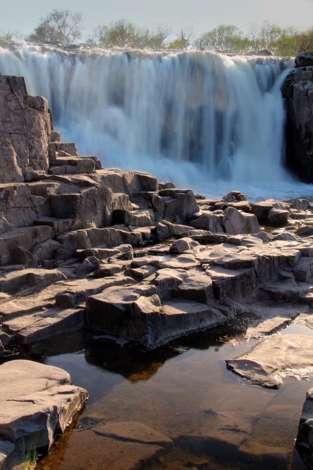 Sioux_Falls_Park,_Sioux_Falls,_SD.jpg