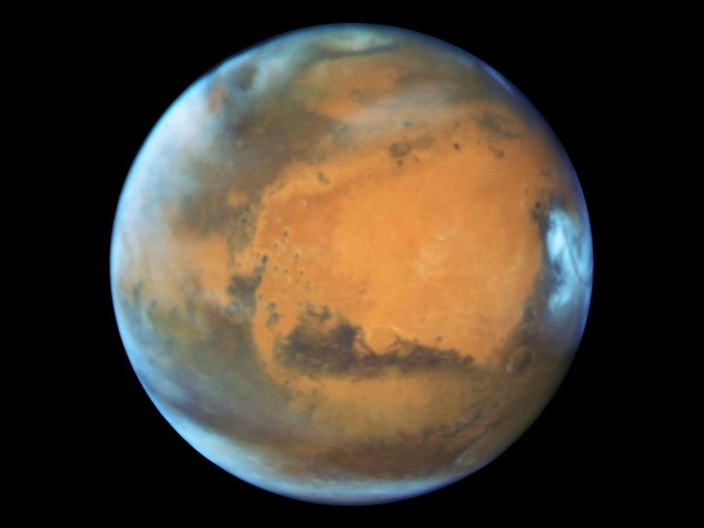 MARS AS SEEN BY THE HUBBLE SPACE TELESCOPE