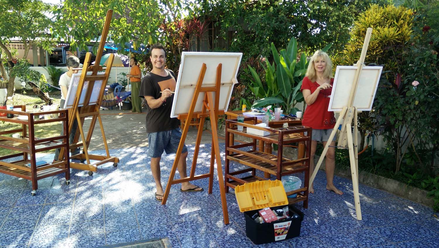 Guests at Thailand Painting Holidays painting in the garden