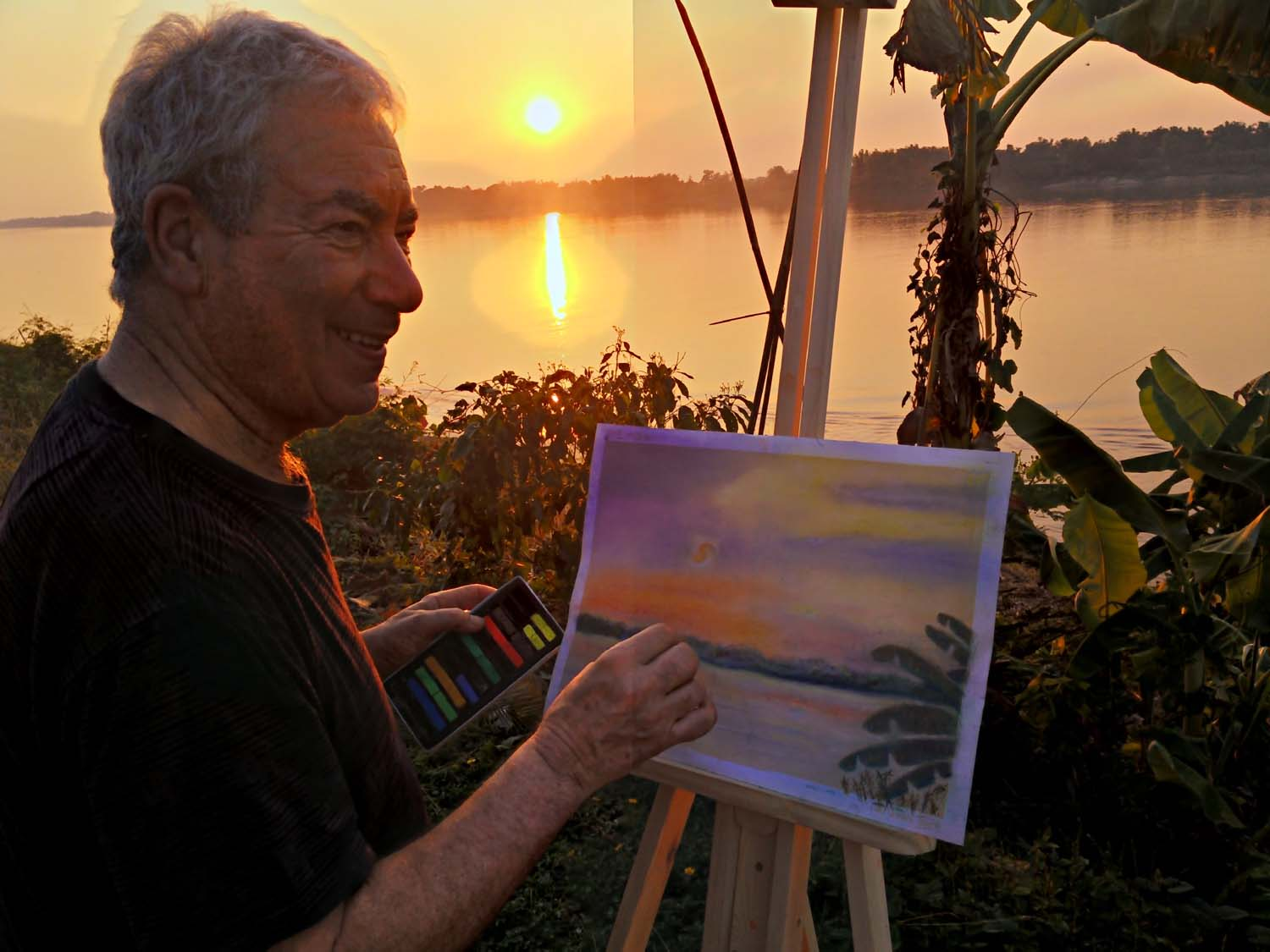 Artist Lawrence enjoying a painting holiday in Thailand  000.jpg