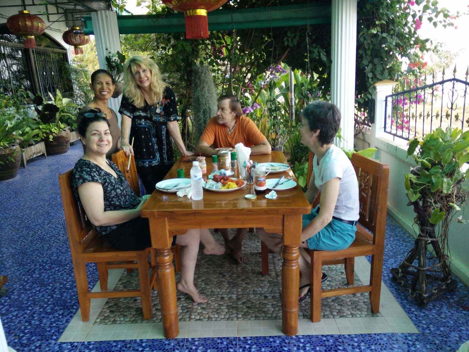 Artist Racheal enjoying a painting holiday in Thailand  000.jpg