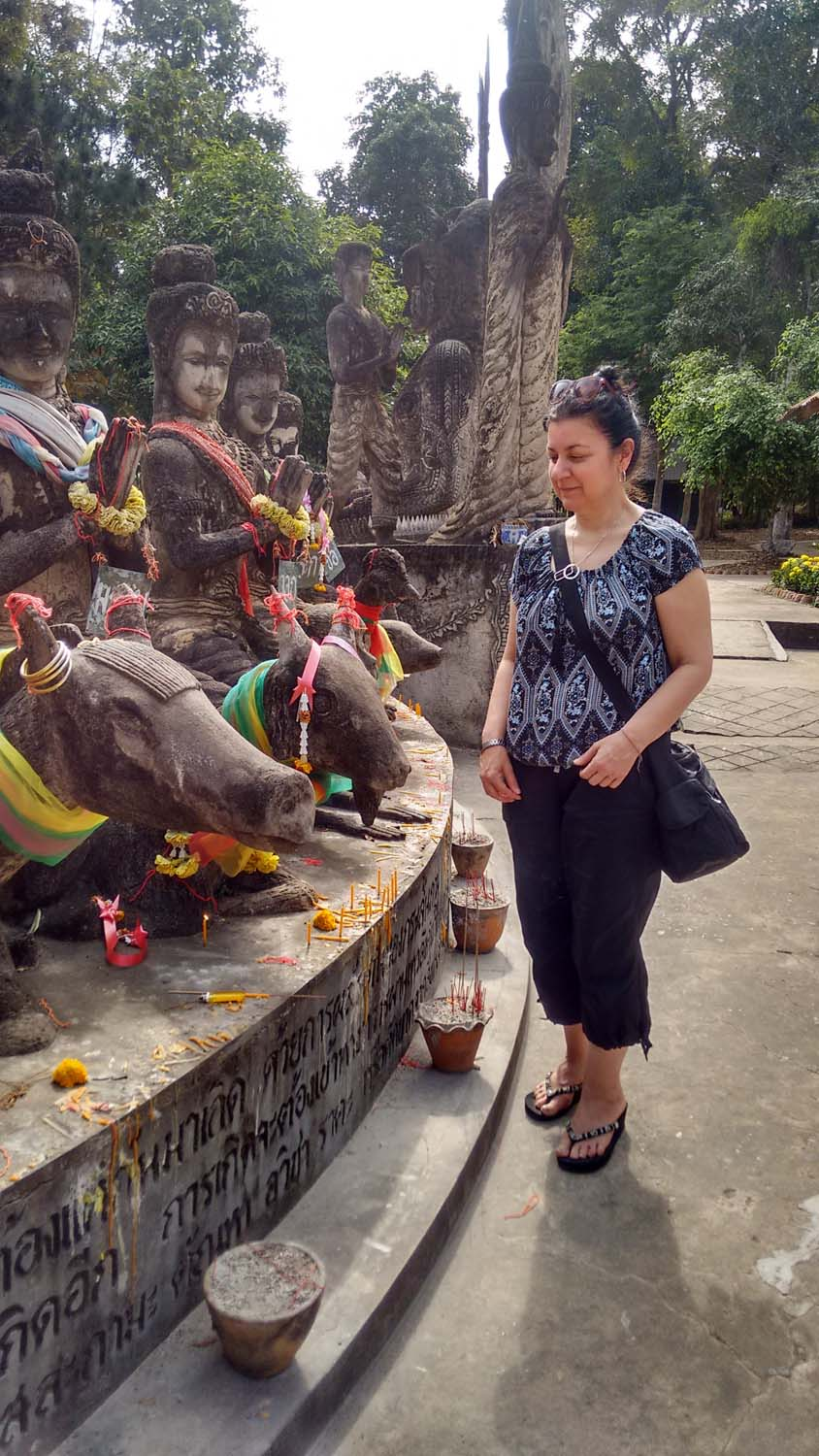 Racheal spent Christmas on holiday with us at Thailand Painting Holidays and did some inspirational painting.  As a Buddhist, Racheal was fascinated by the Thai culture.   Click to read her review.