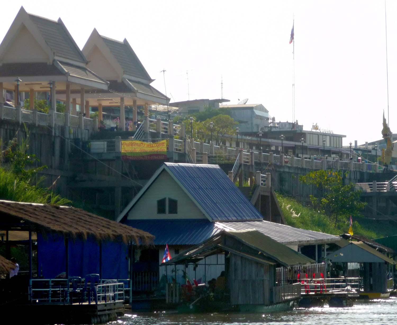 Floating restaurants in Nong Khai.jpg