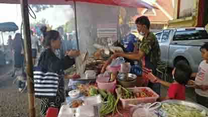 On Sunday's we take our guests to the   Ban Pho Village Sunday Temple Market .   Its just a local market for Waree's village but always interesting.