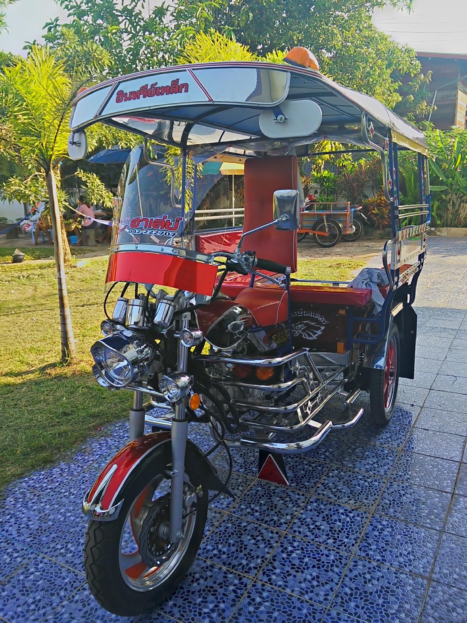 Samlo three wheeled motorised rickshaw.jpg