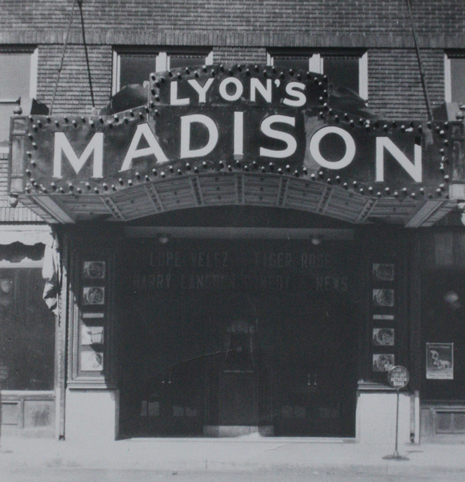 Lyon's Theater v2.JPG