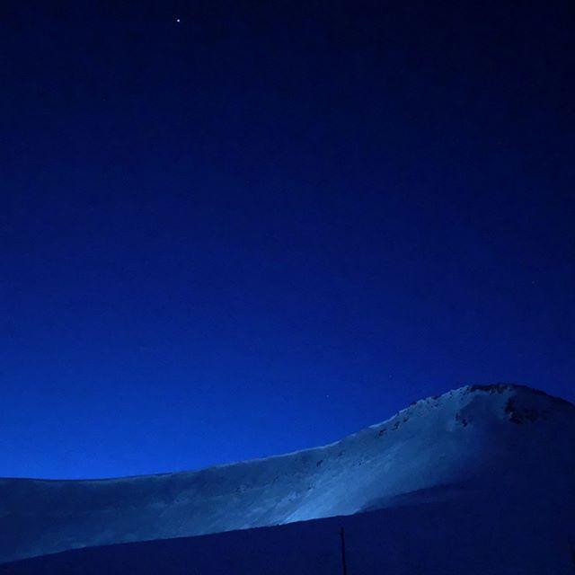 Remembering Svalbard. #polarnight #darkness #gradient #markrothko #svalbard #longyearbyen #norway #arctic