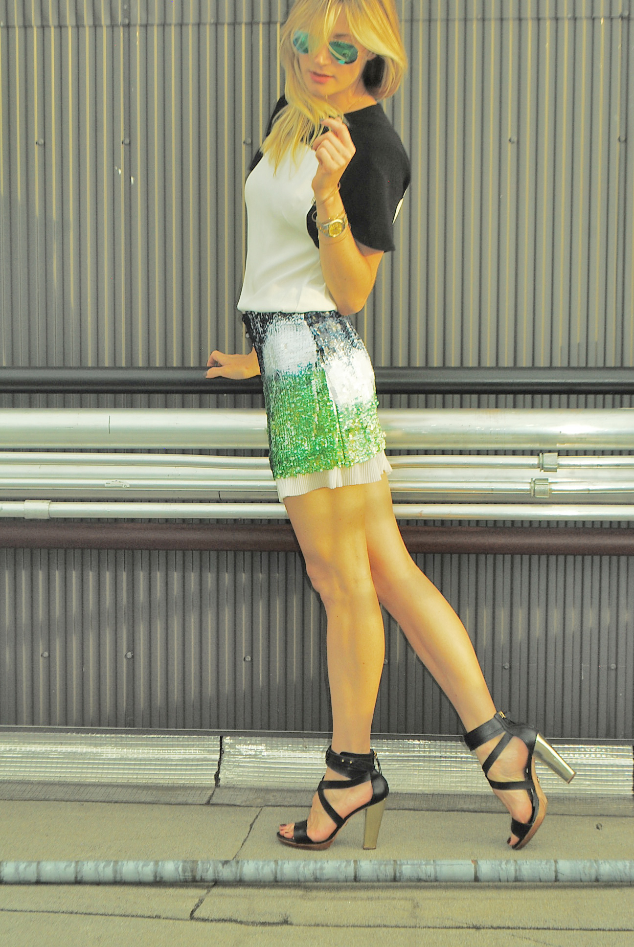 Top,  H&M  (old); Skirt,  Zara  (old); Shoes,  Pour la Victoire  (old); Glasses,  Ray-Ban