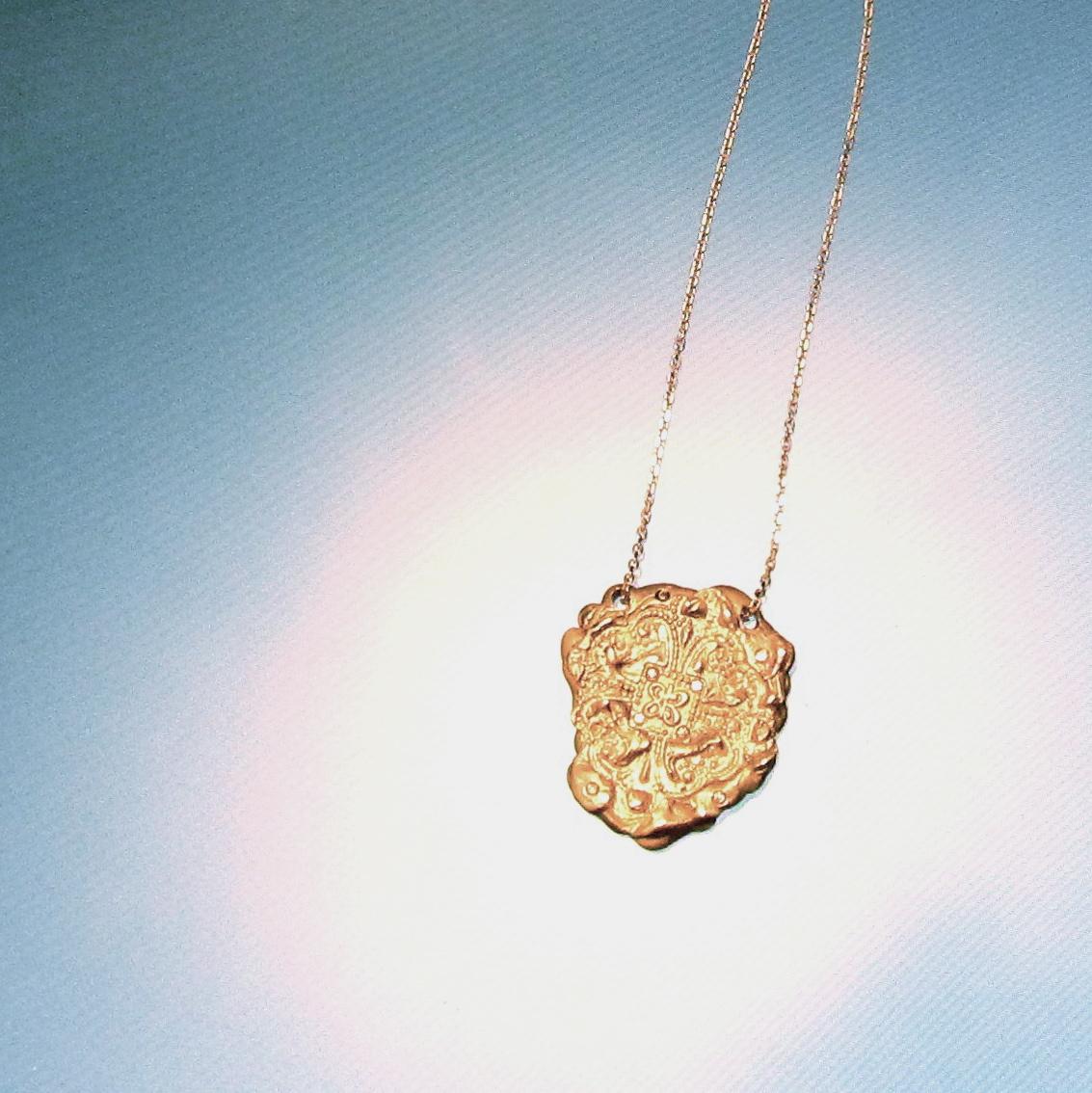 Clover in gold.jpg