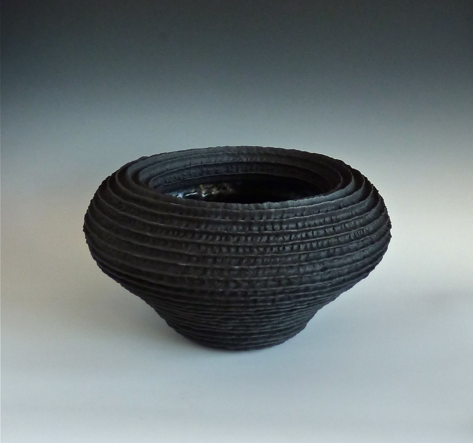 Black ribbed rolled bowl