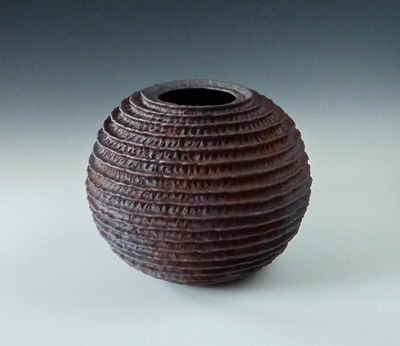 Ribbed sphere