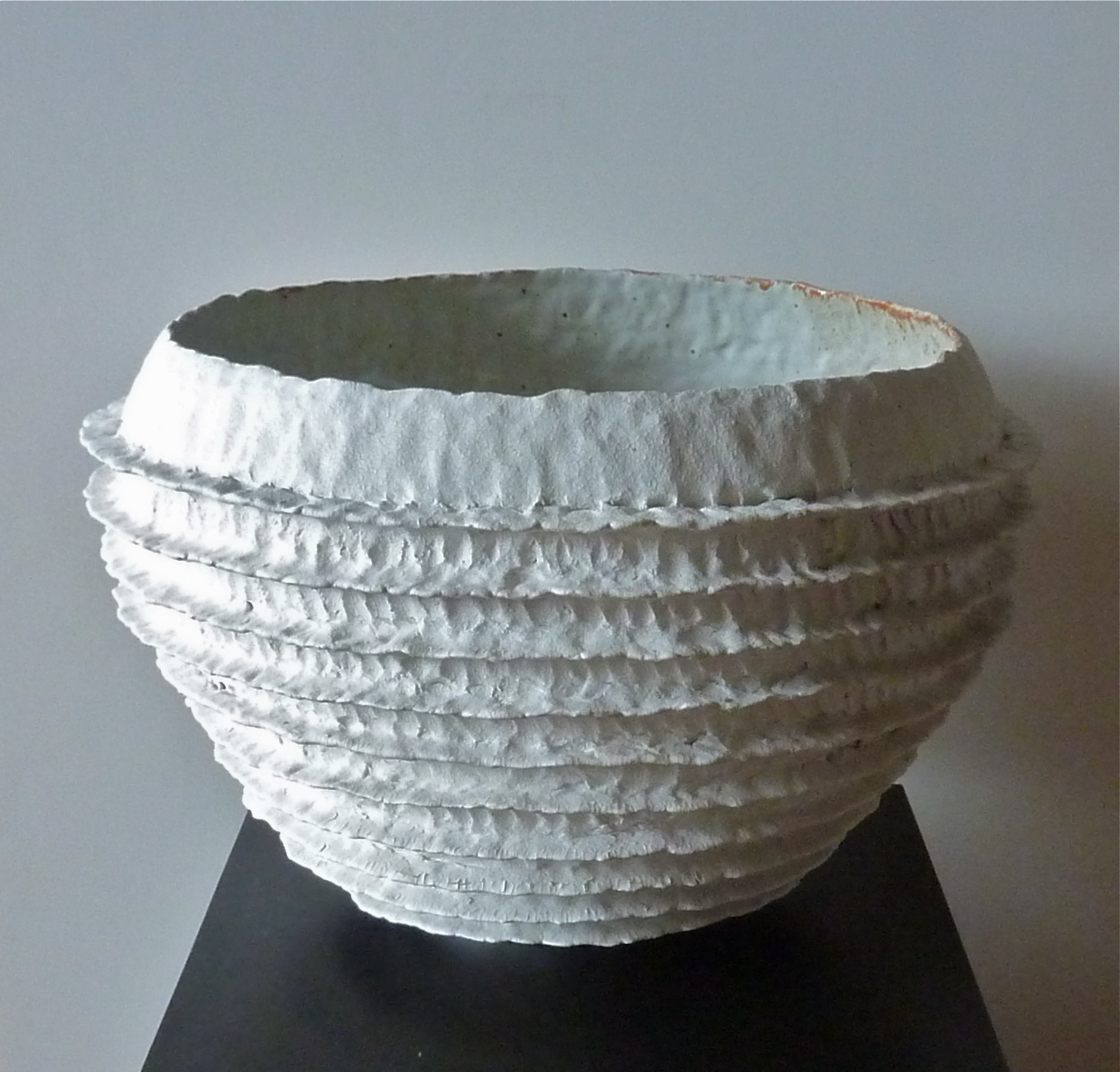White wide ribbed bowl
