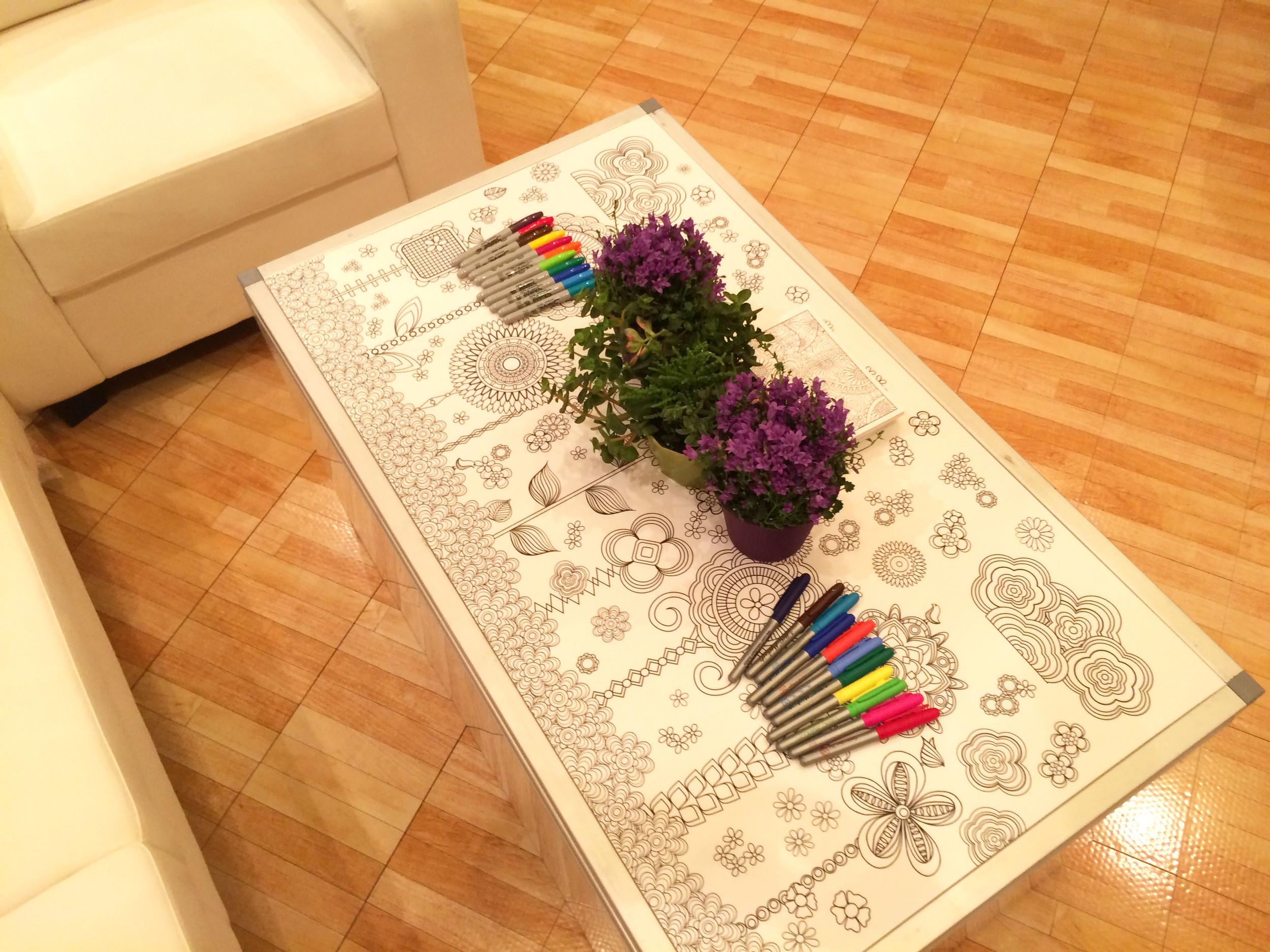 Alt Summer 2015 Squarespace Lounge featuring Artwork by Jenean Morrison.