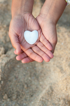 hands with heart 2 (XSmall).jpg