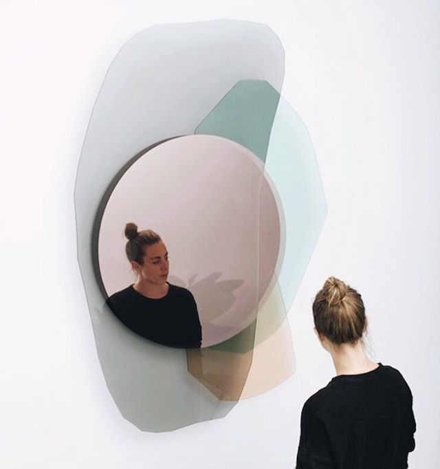 Trend Alert. I'm seeing a pivot in interior design. Pastels are in the air, and these violet or magenta mirrors are popping up everywhere. Very Mod. This one is from Osandoos. . . . . . . .  #interiordesign #lacasa #interiordecor #architecture #micasa #mirrors #architecturelovers #interiorstyling #tucasaideal #interiores #designdeinteriores #decoralacasa #bathroomdesign #bathroom #greatdesign #interiordesigner #bathroominteriors #minimal #diseñadora #panamadesigner #baños #losbanos #midcenturymodern #interiorarchitecture #contentcreator #homedecor #interiorescontemporaneos #arquiteturadeinteriores  #diseñadores #diseñodecasas