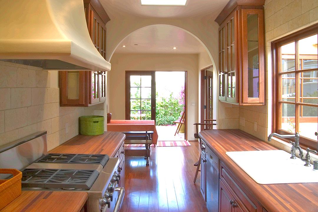 107Forest-04-Kitchen-2x3.jpg