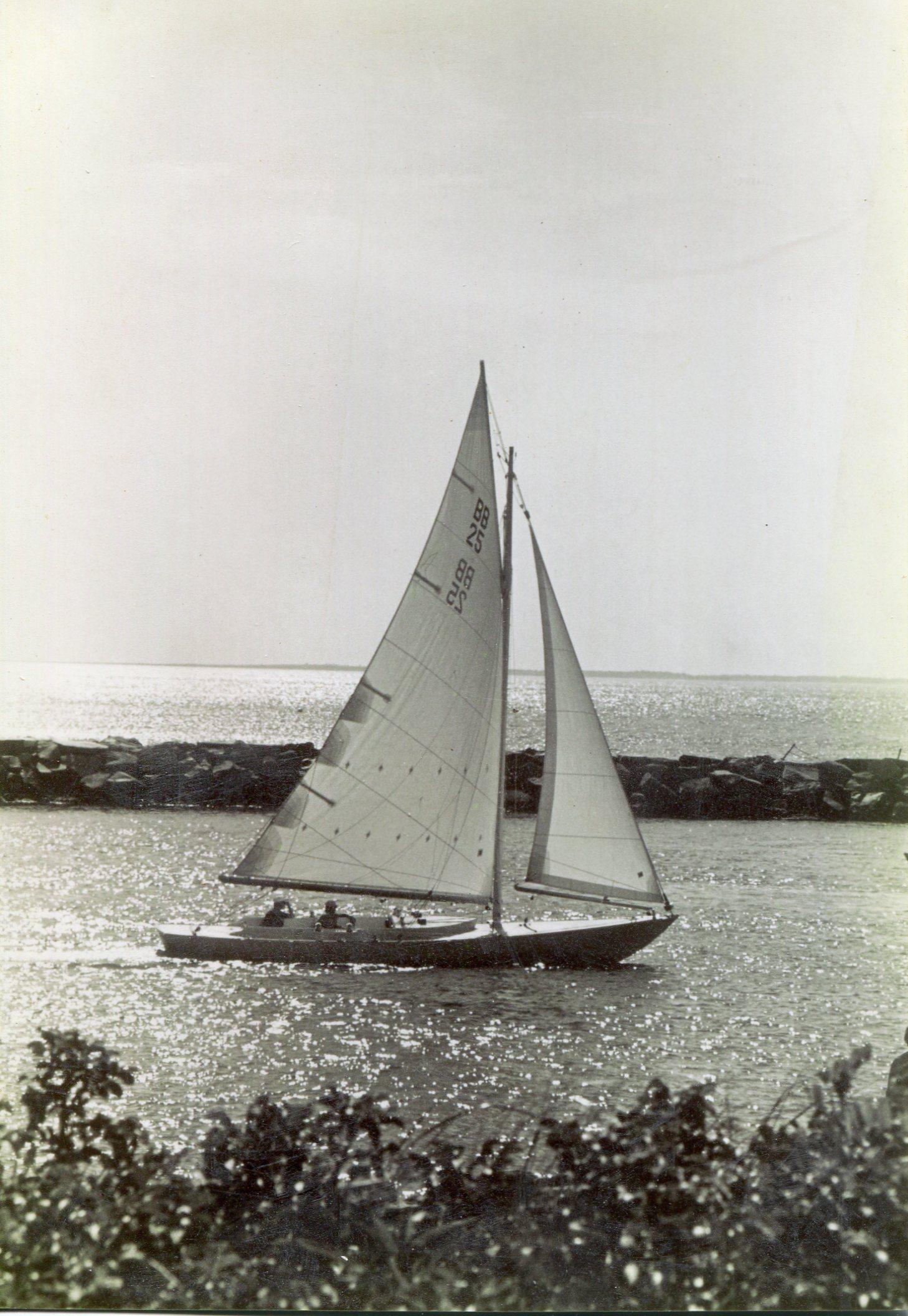 N.G. Herreshoff Buzzards Bay 25