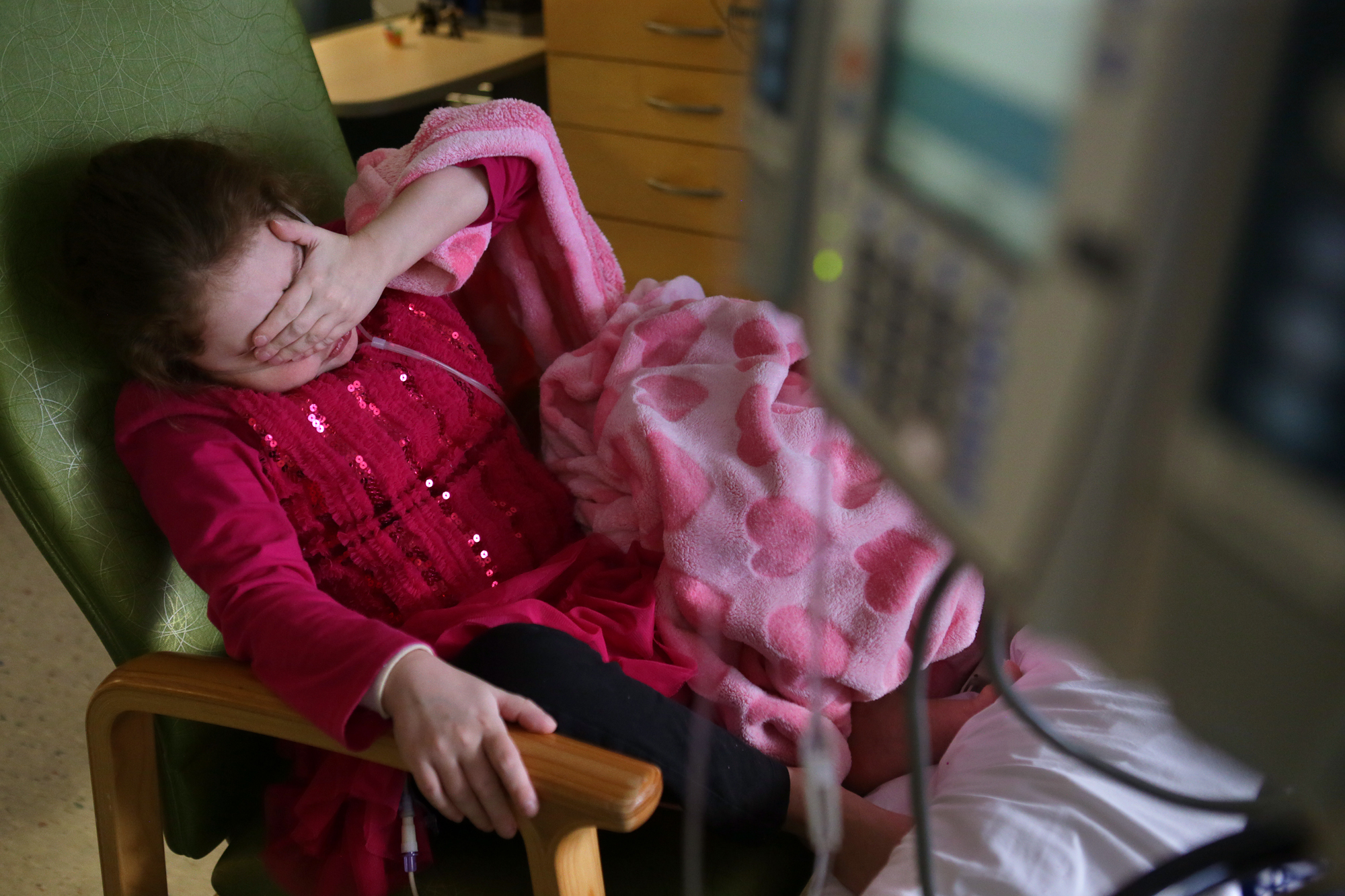 Heather Gwin, 9, of Greenwood, Ind., shows signs of fatigue while making crafts in her room at Children's Hospital on Friday, Dec. 18, 2015. Heather, who has cystic fibrosis, is on the waiting list for a lung and liver transplant. New rules that relax the geographic boundaries for donor lungs are supposed to help children get lung transplants sooner.