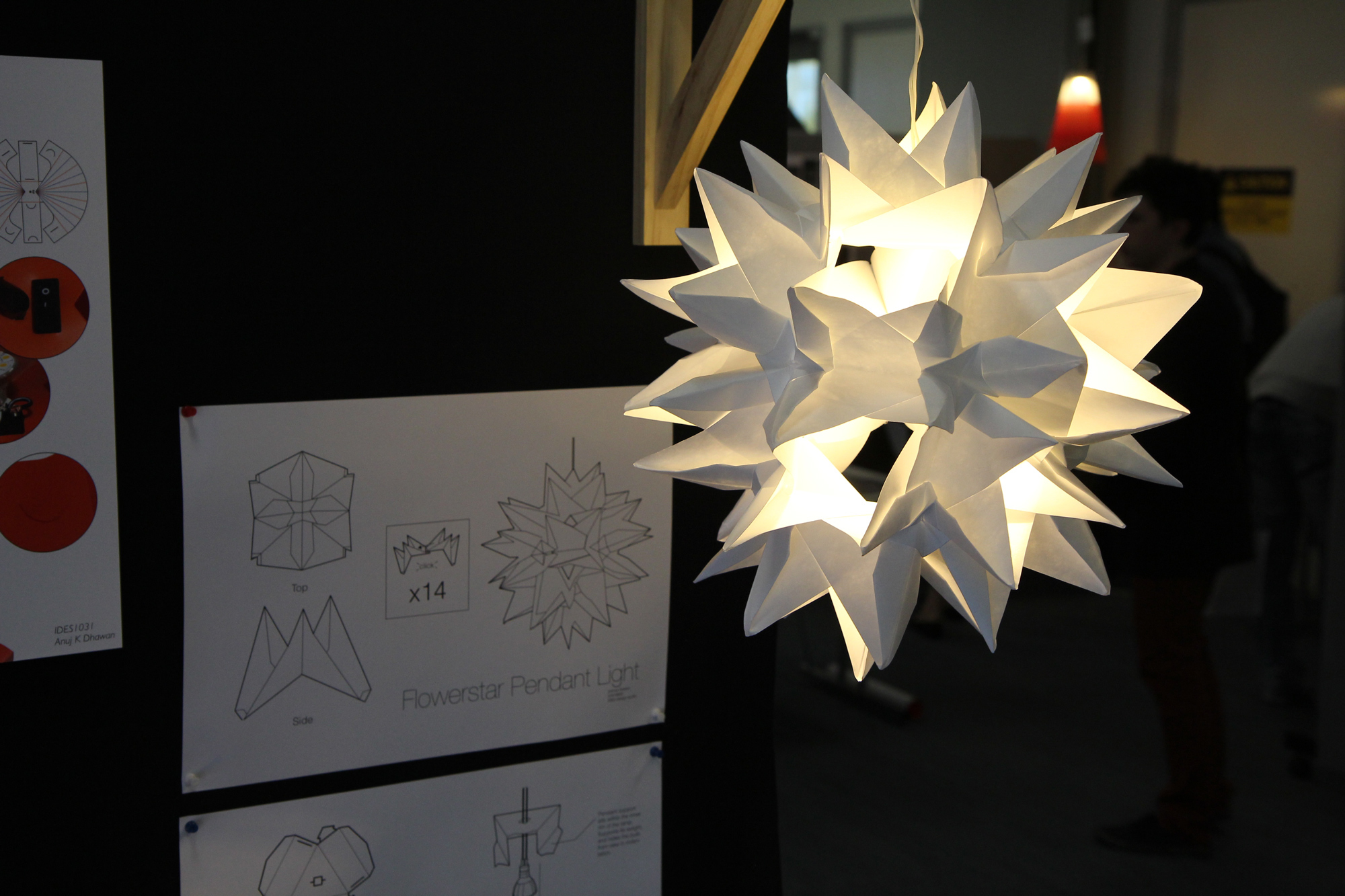 A lighting design exercise built with a modular origami construction
