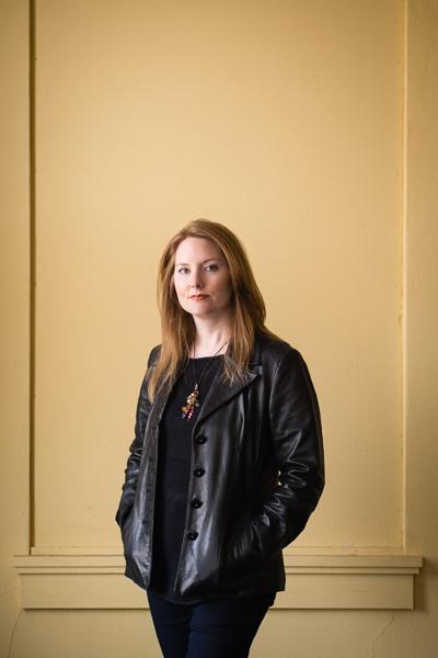 Leslie Benson, graphic designer, lifestyle/editorial portraits :: Michael Gowin Photography, Lincoln, IL