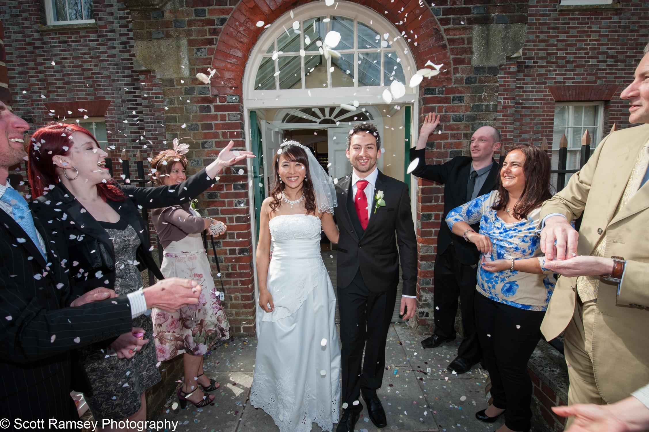 Portsmouth Registry Office Wedding Confetti 040513-35