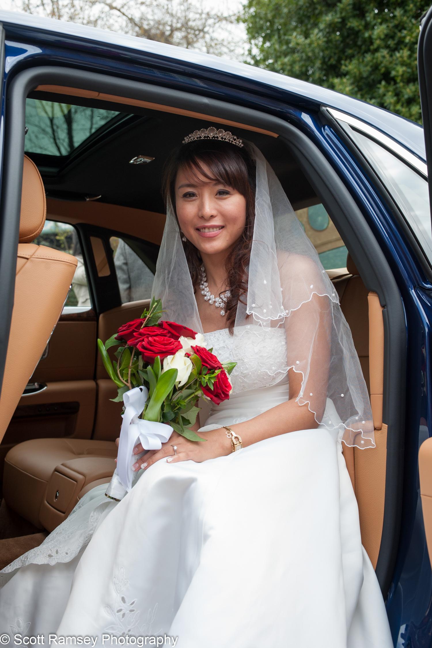 Portsmouth Registry Office Wedding Bride Arrives 040513-04