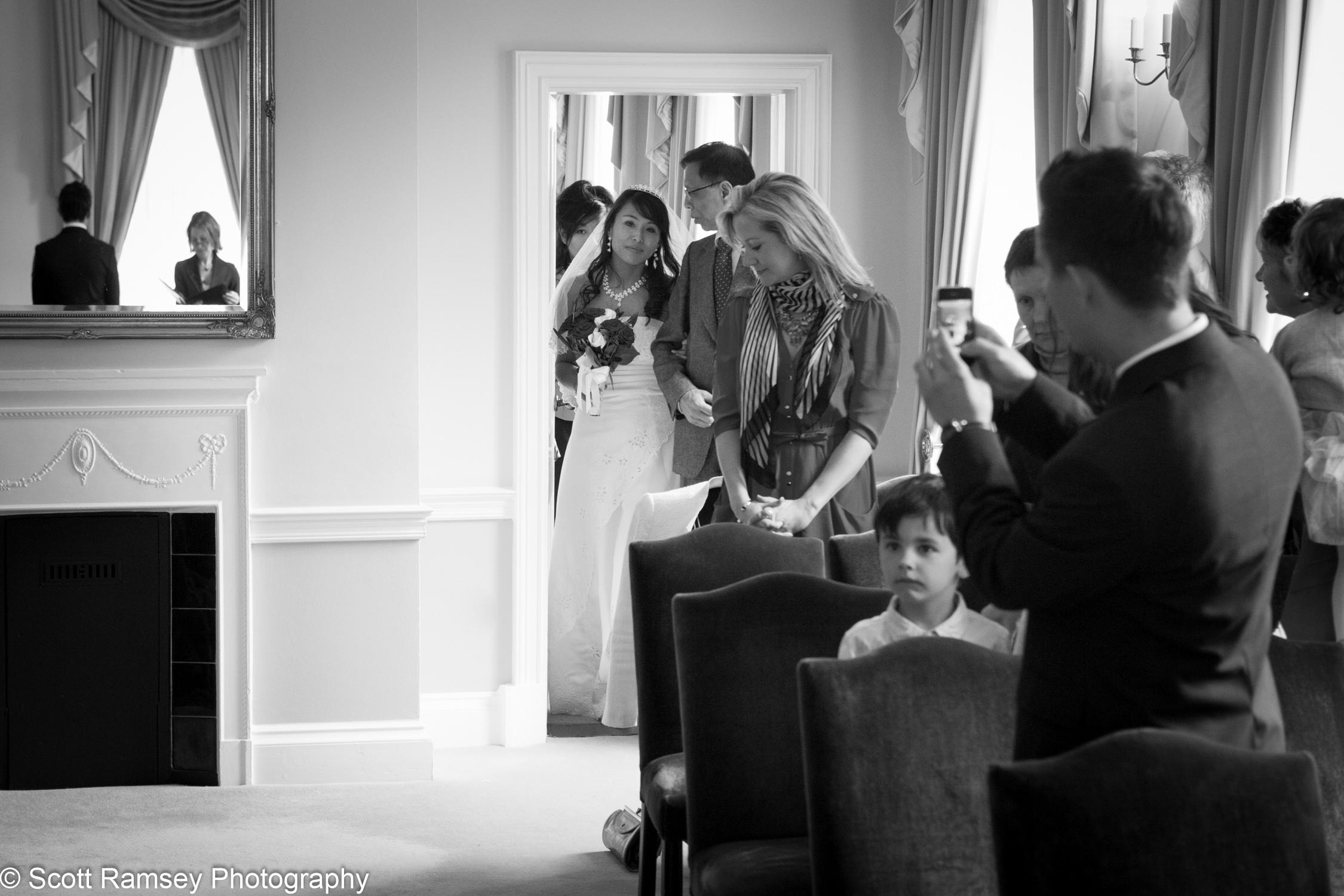 Portsmouth Registry Office Wedding Bride Arrives 040513-07