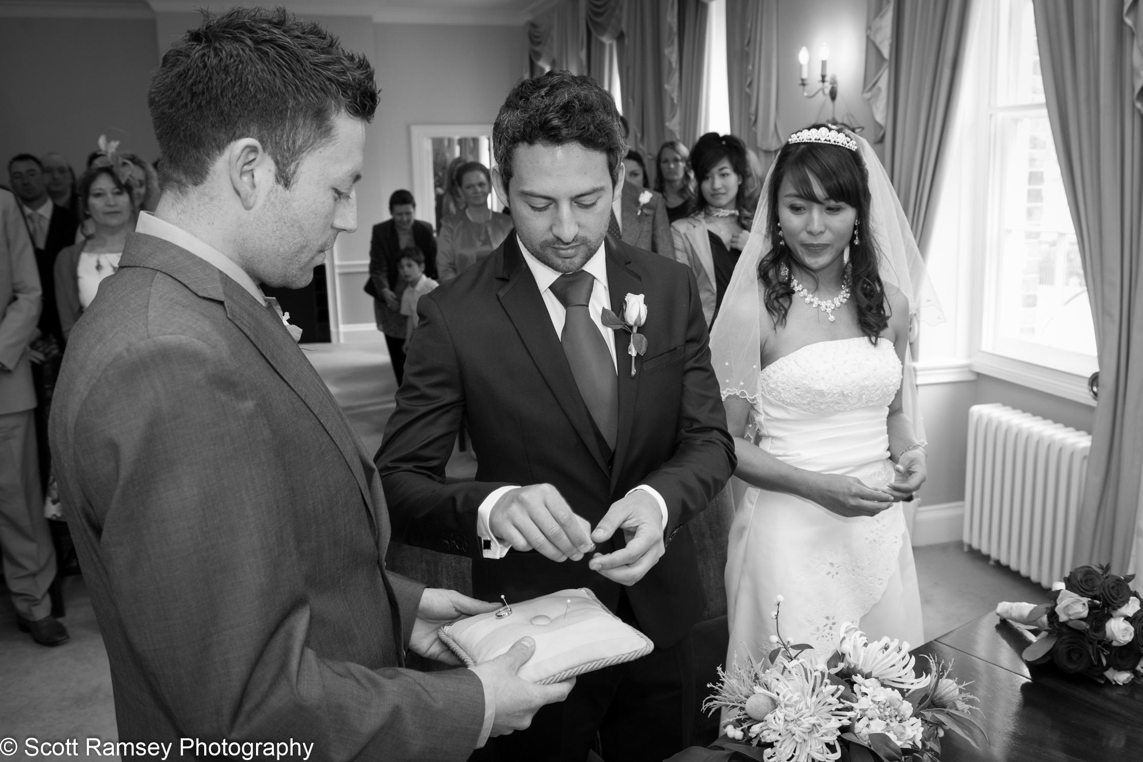 Portsmouth Registry Office Wedding Wedding Rings 040513-13
