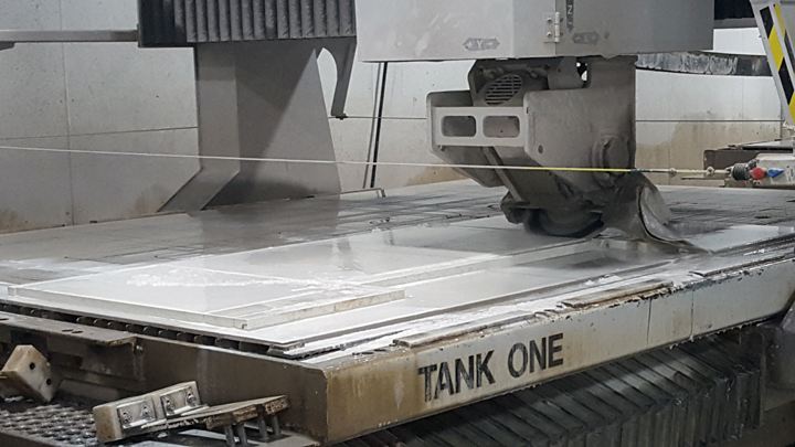 Ever wonder how they make those waterfall edge countertops with the perfect miter?  It's easy work with a computer-controlled Fusion Sawjet!