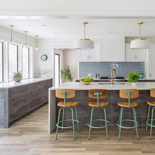 Swipe through ➡️ to see how we totally reinvented this 1970's Edina rambler within its existing footprint. Spaces that had been frozen in time became light, bright, welcoming & modern. 🙌🏼 ⠀⠀⠀⠀⠀⠀⠀⠀⠀ ⠀⠀⠀⠀⠀⠀⠀⠀⠀ #DesignBuild #FinishCarpentry #DesignBuildRepeat #KitchenDesign #RoomHints #PrettyLittleInteriors  #CurrentDesignSituation #MinneapolisInteriorDesign #MyHouseBeautiful #ElleDecor #DecorCrushing #InteriorInspo #InteriorAndHome #DesignSponge #Interior4Inspo #DesignTrends #smpLoves #ParadeOfHomesTC #HomeBuilding #MidwestHome #MSPmag #MinneapolisDesigner #Houzz #DwellMagazine #SWJournalMPLS #KitchenRemodel #KitchenDesign #EdinaRealty #Edina #SouthMPLS #MyPinterest