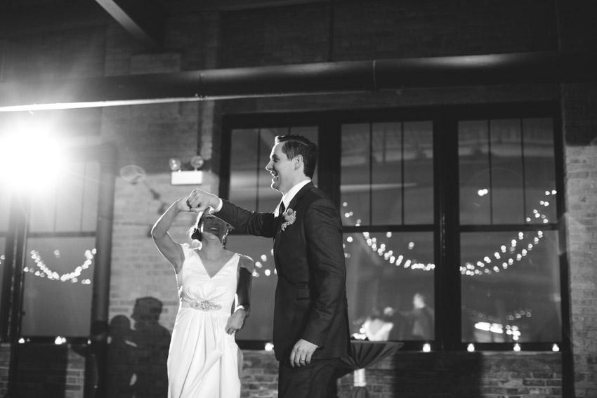 chicago-wedding-photography-skyline-loft-0108.jpg