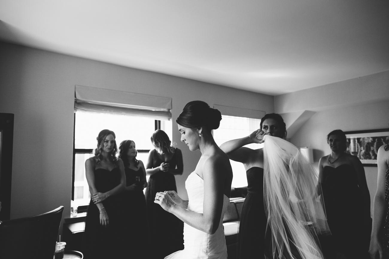ali-tim-ravenwoods-event-center-wedding-chicago-15.jpg