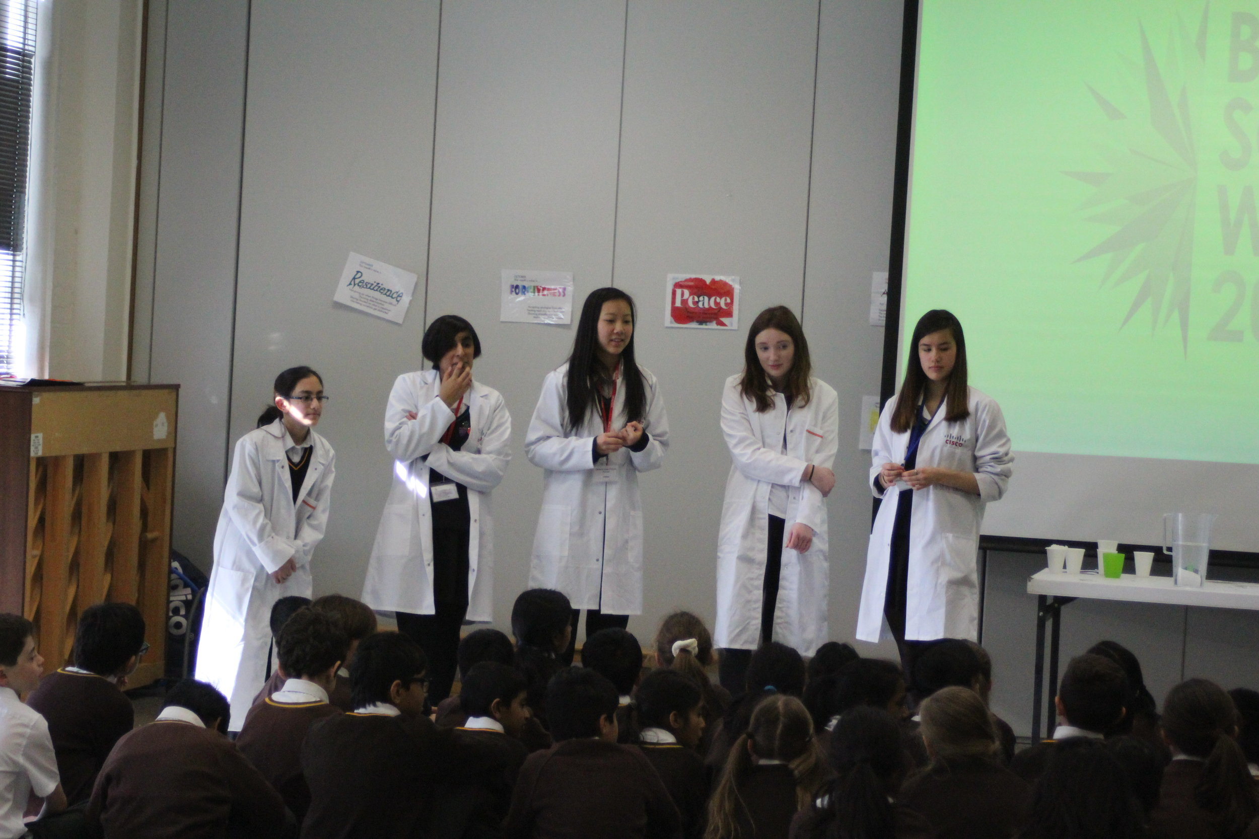 Back in 2016, Sarah organized and led a STEM workshop day at a local primary school. On this photo, you can see her speaking in front of all the kids (far right of the picture).