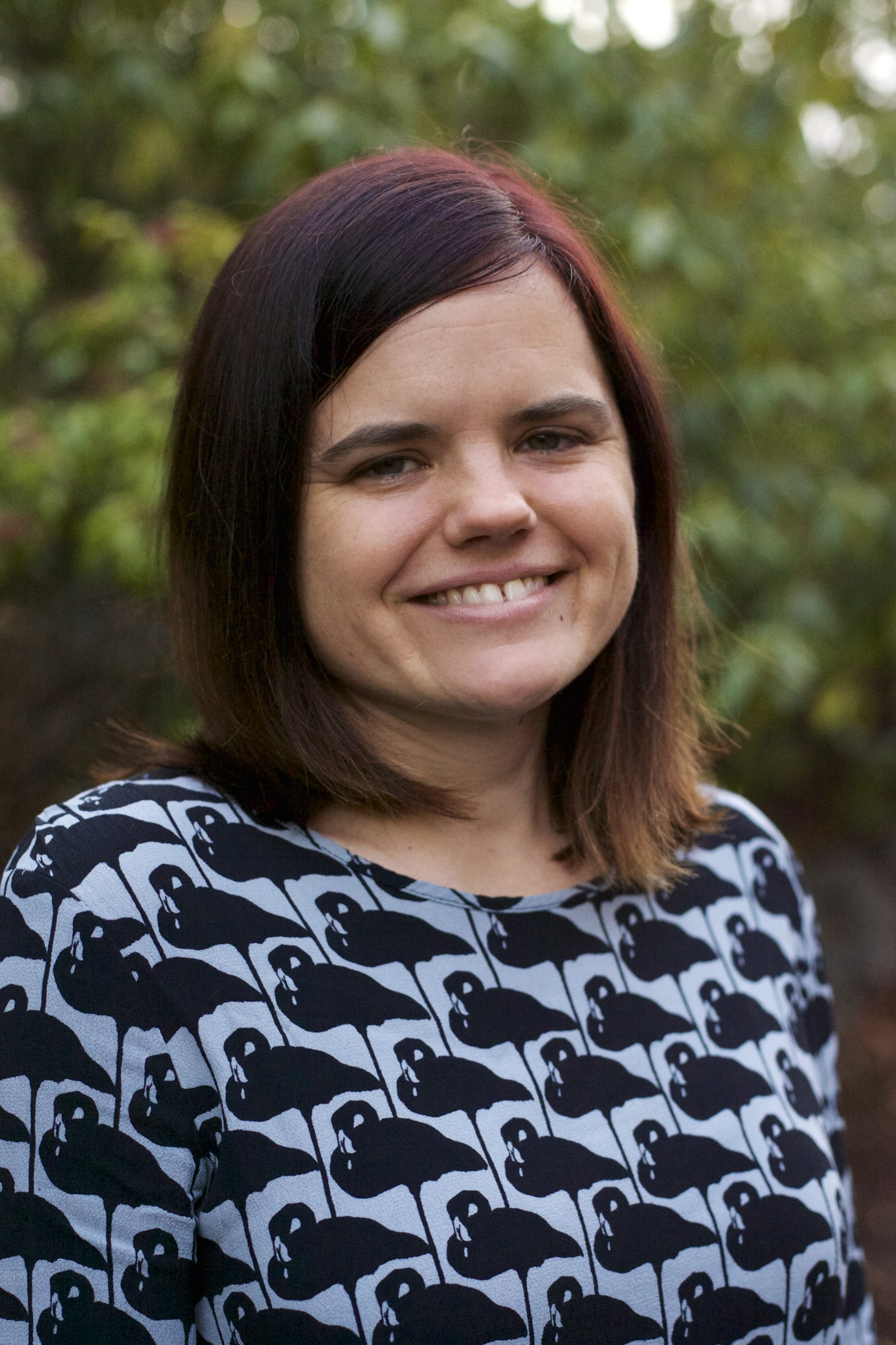 Nicole Hollinsworth, Msw, Licsw    ∙  Children, Adolescents, Young adults, and Families, ages 3 and up.  ∙  Play and Art Therapy  ∙  Behavioral issues  ∙  Parenting