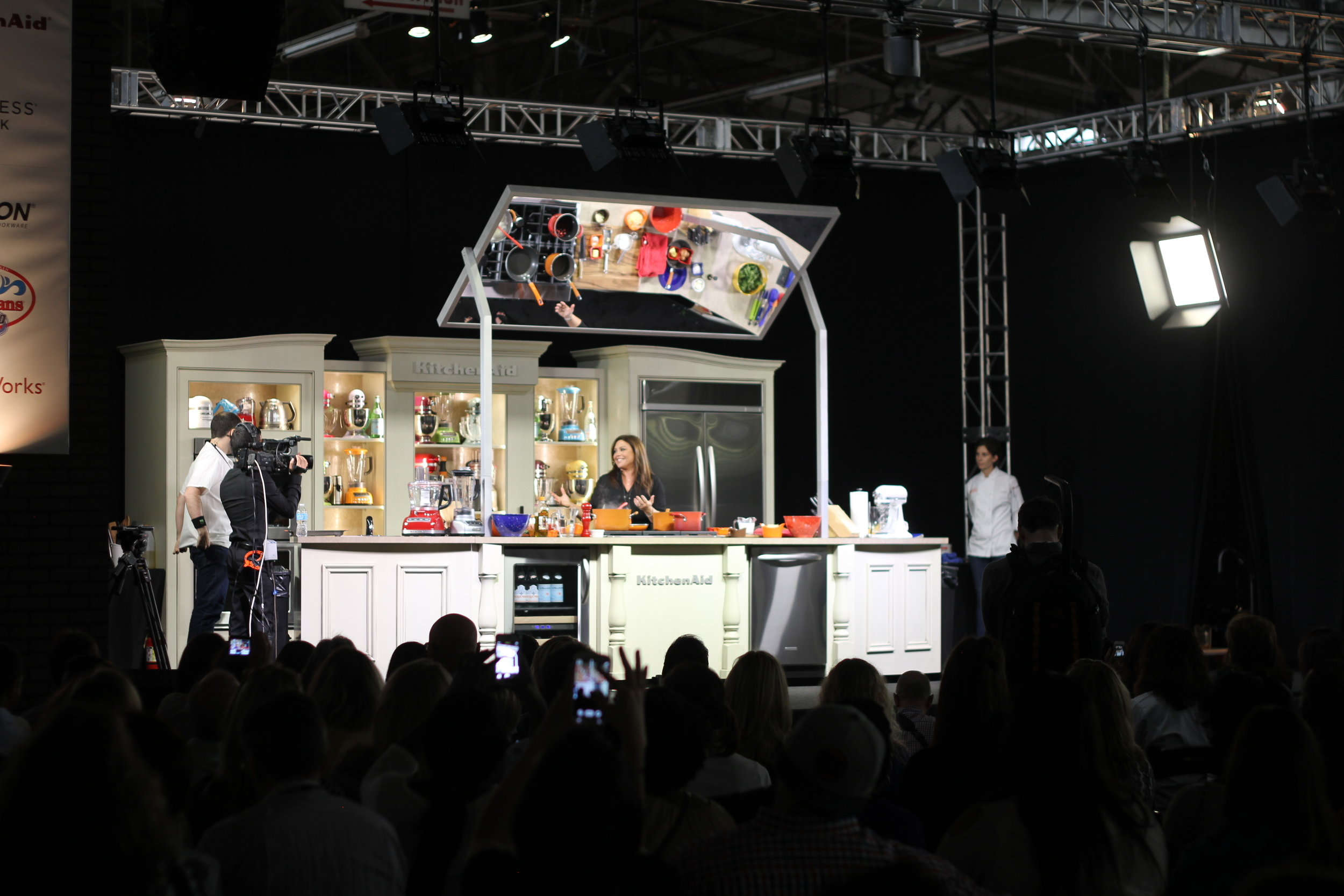 The crowds poured in to watch Rachel Ray's cooking demo.