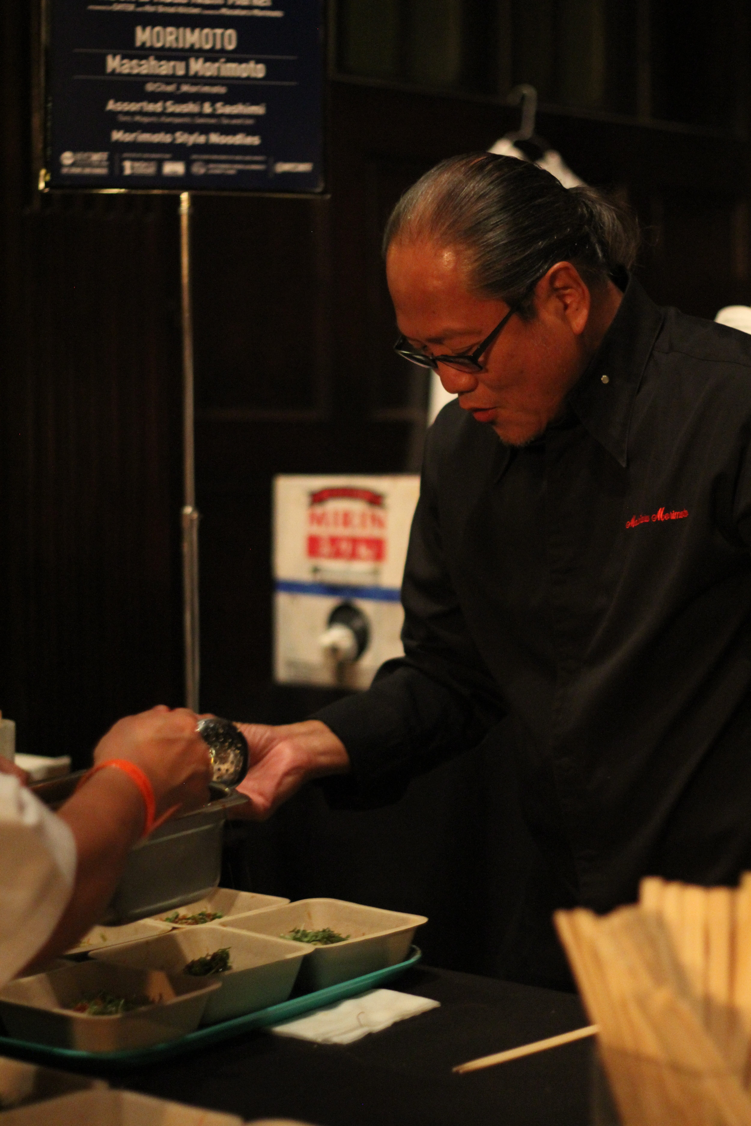 Morimoto dishin' it up fast! The line was long for him.
