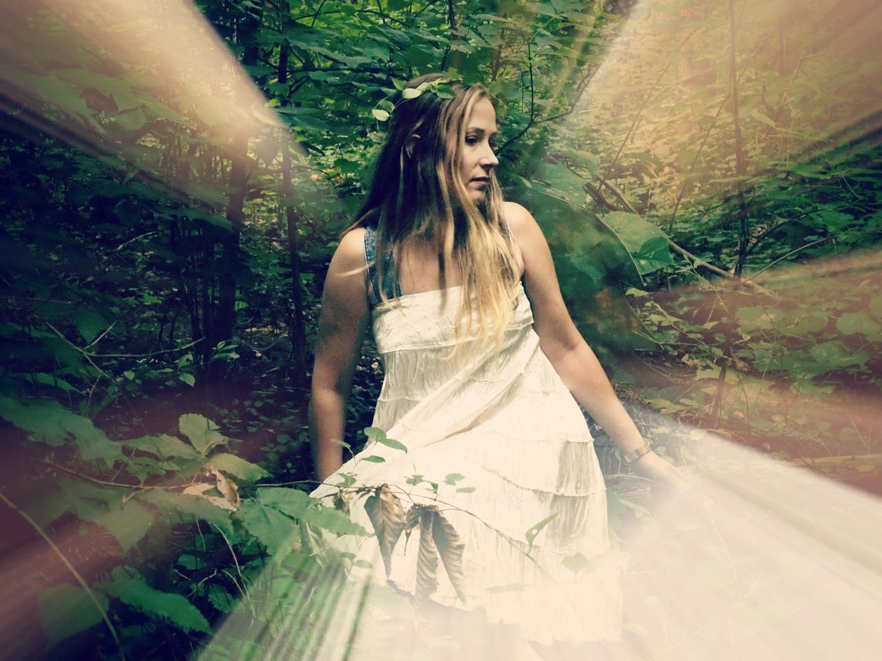 faery sitting wings.jpeg