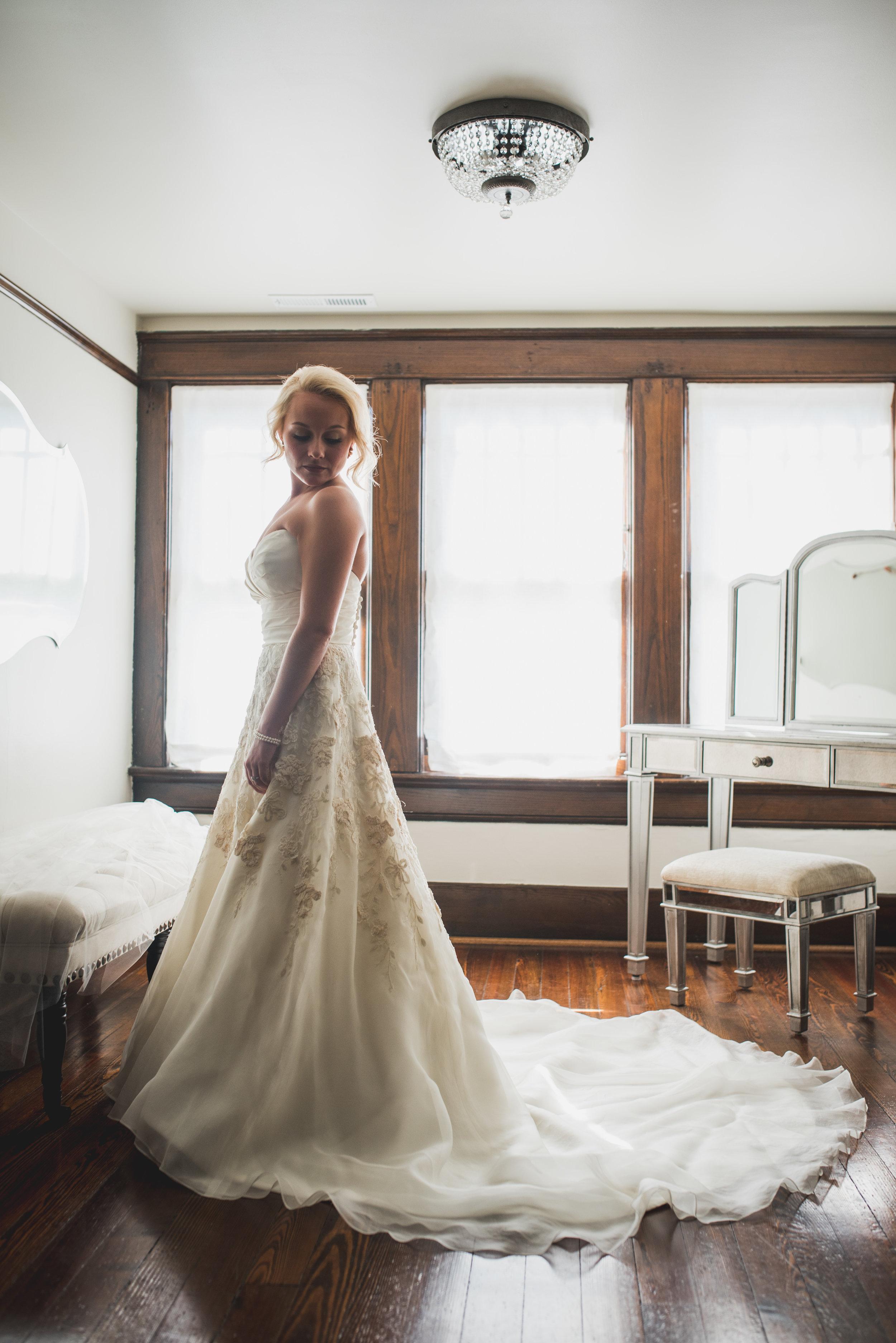 Nashville-wedding-photographers-CJ's-Off-The-Square-6.JPG