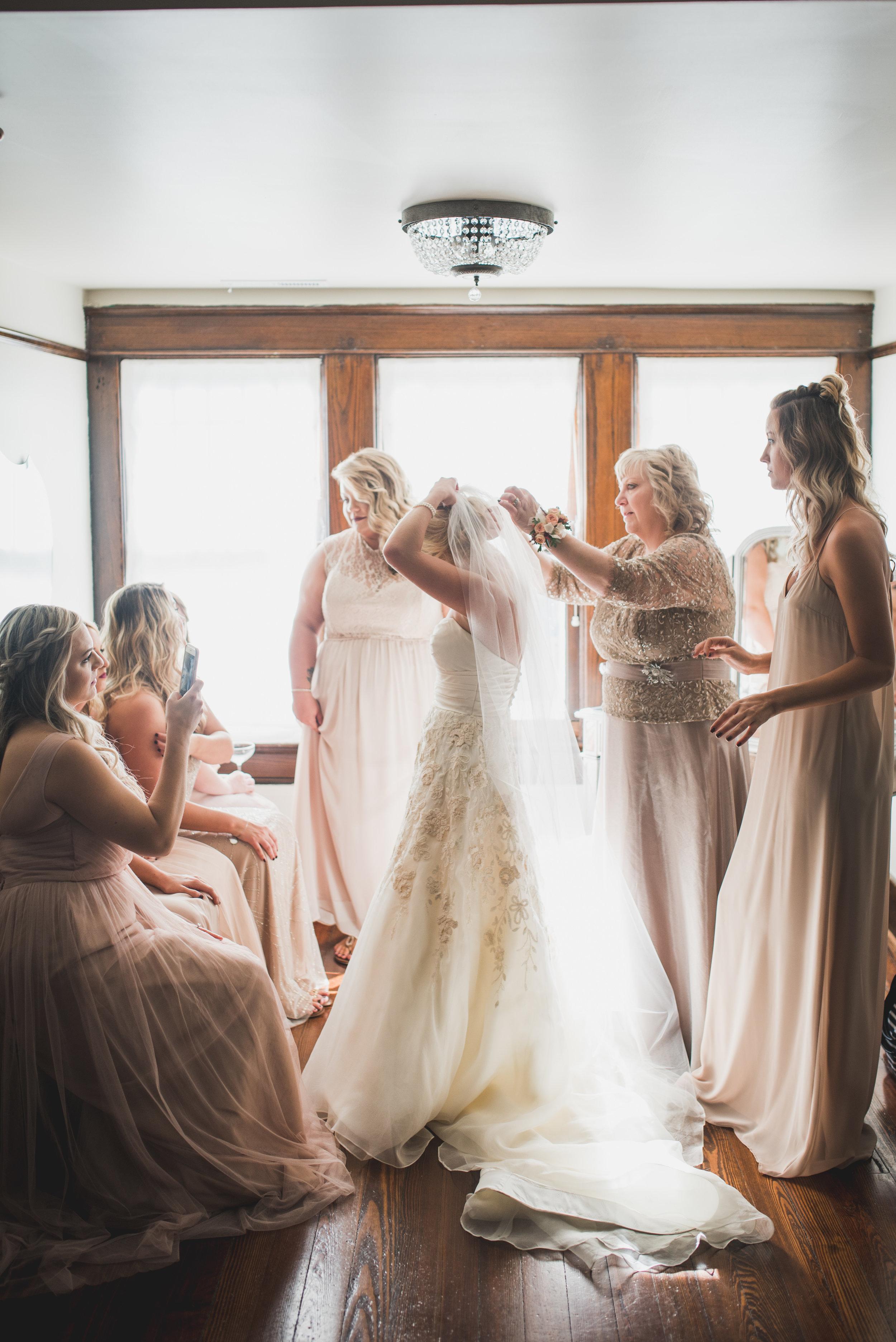 Nashville-wedding-photographers-CJ's-Off-The-Square-11.JPG