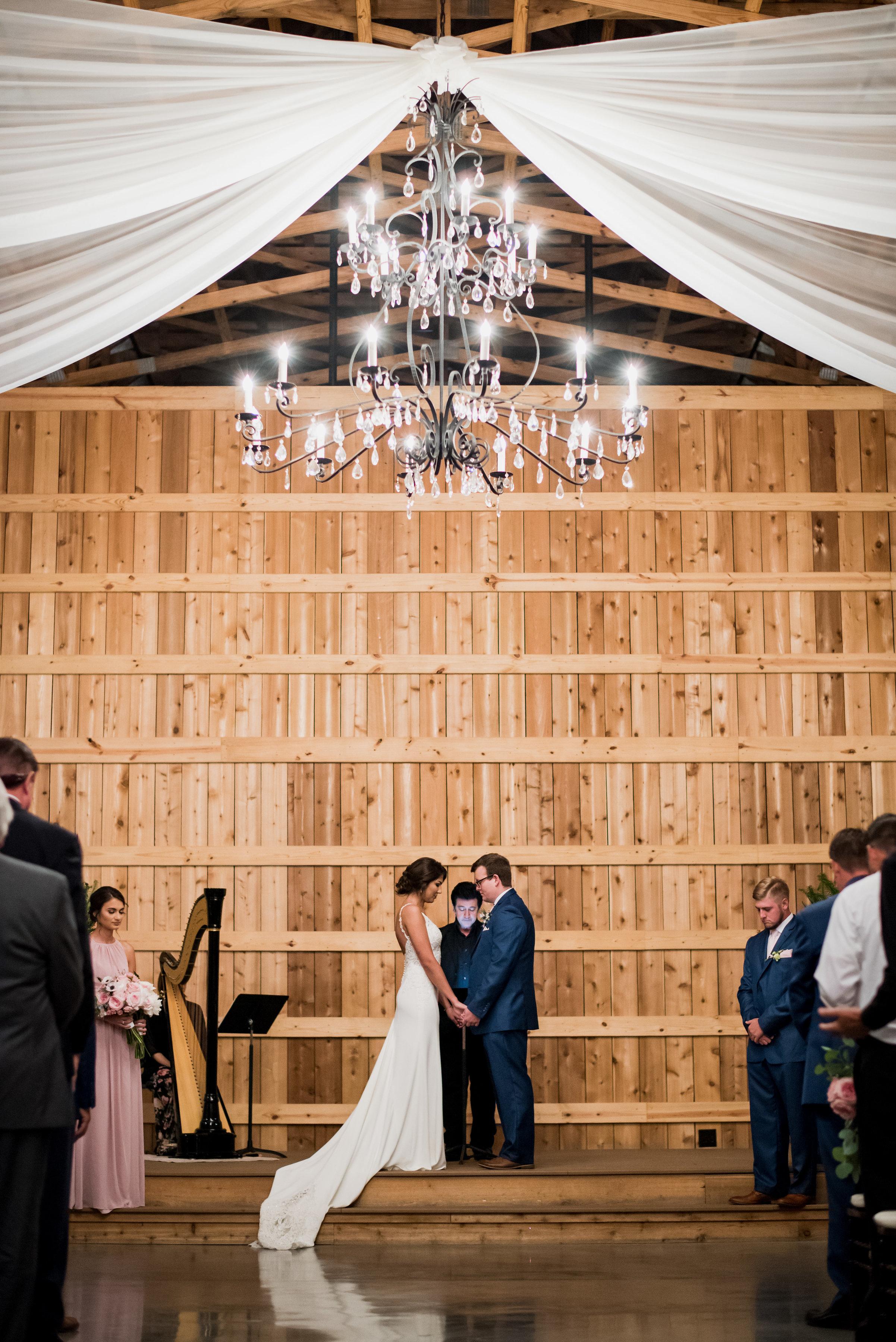 Saddlewood-Farms-Nashville-Wedding-Photographers-409.jpg