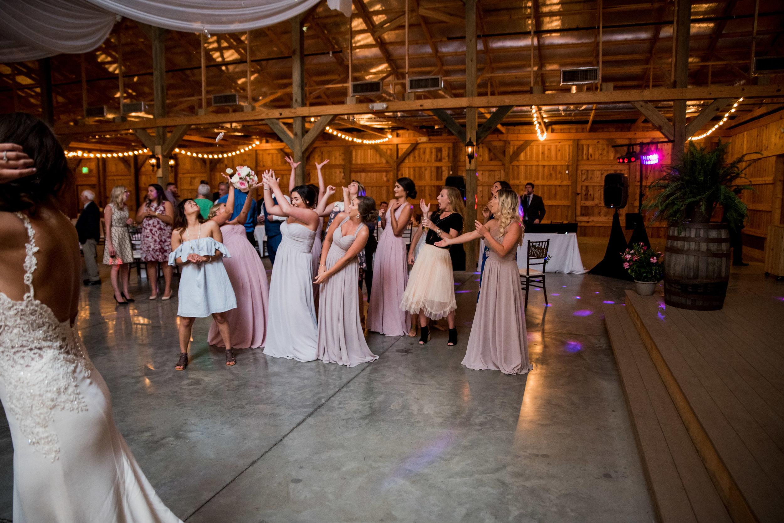 Saddlewood-Farms-Nashville-Wedding-Photographers-735.jpg