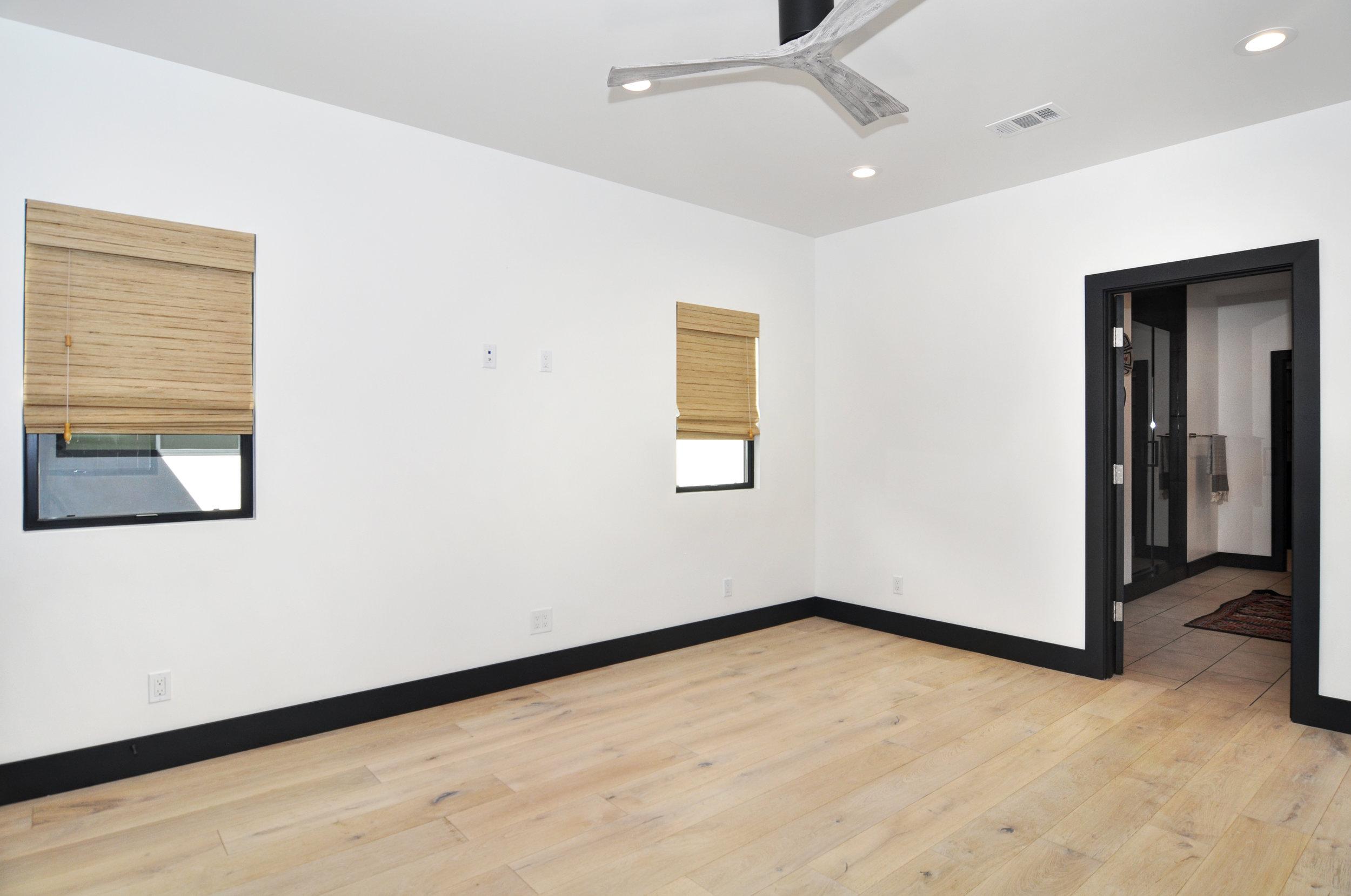 23 master bedroom.jpg