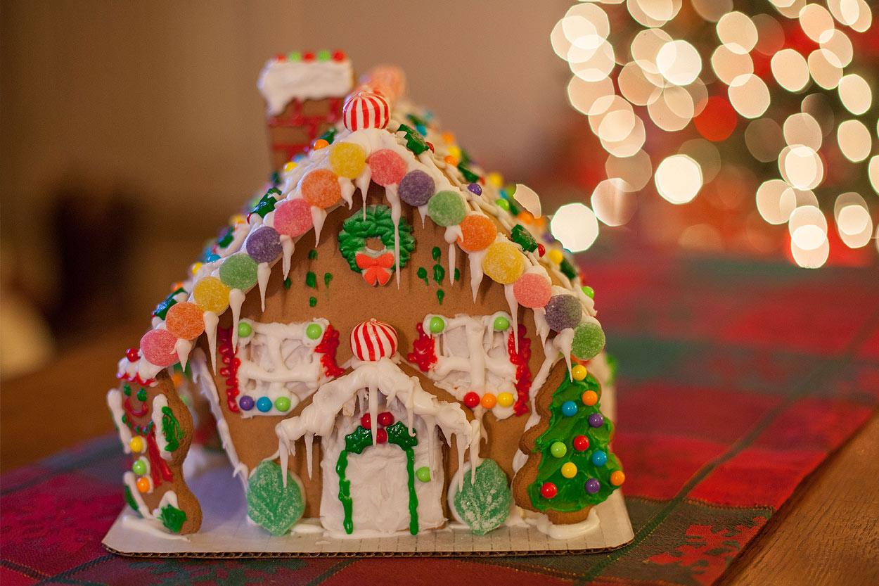 HomemadeGingerbreadHouse-Christmas2014-HeidiRandallStudios-2.jpg