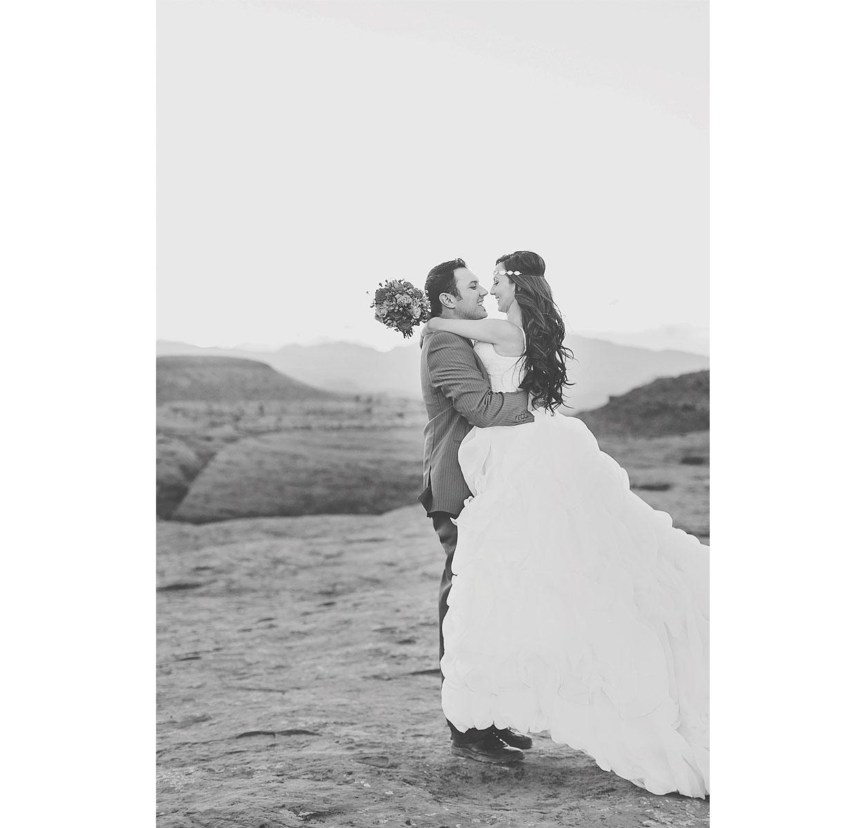 StGeorgeUtahStyledBridalPhotography-HeidiRandallStudios-Renee+Darren-31.jpg