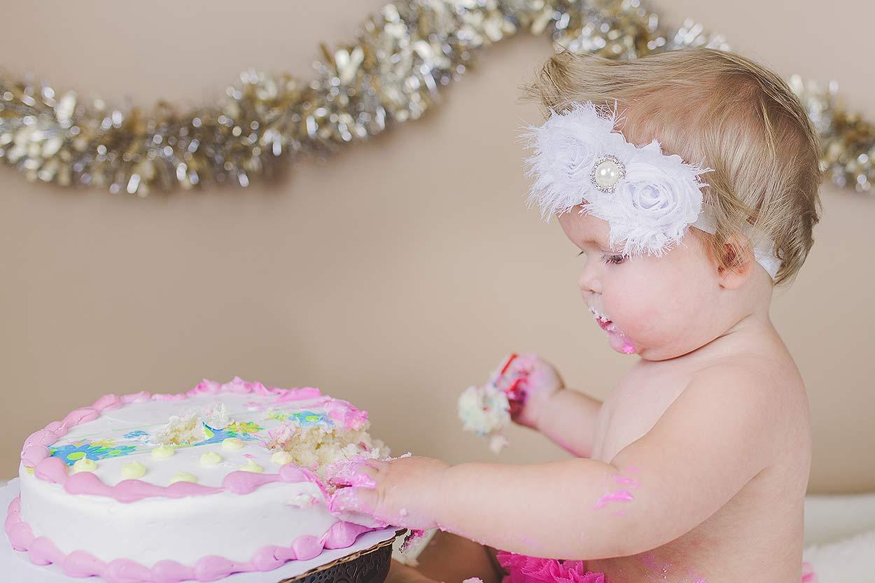 BLOG-LoganUtahFamilyPhotography-HeidiRandallStudios-CakeSmash-Jaina-7.jpg