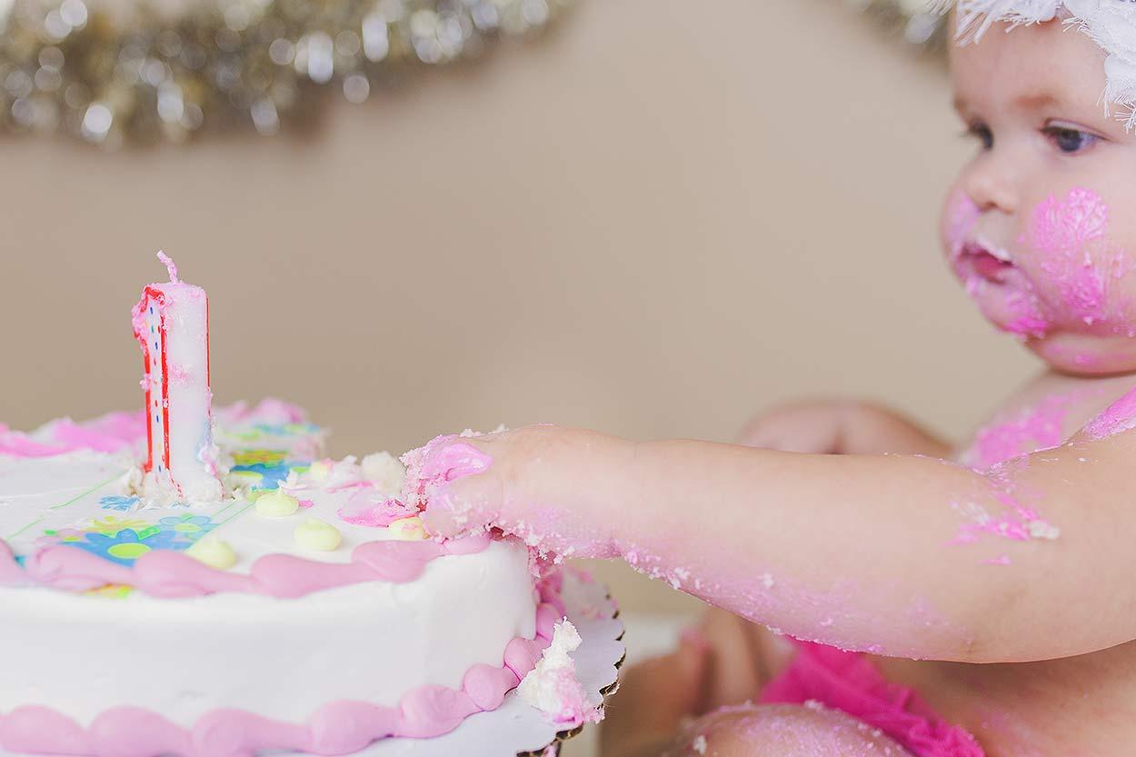 BLOG-LoganUtahFamilyPhotography-HeidiRandallStudios-CakeSmash-Jaina-9.jpg