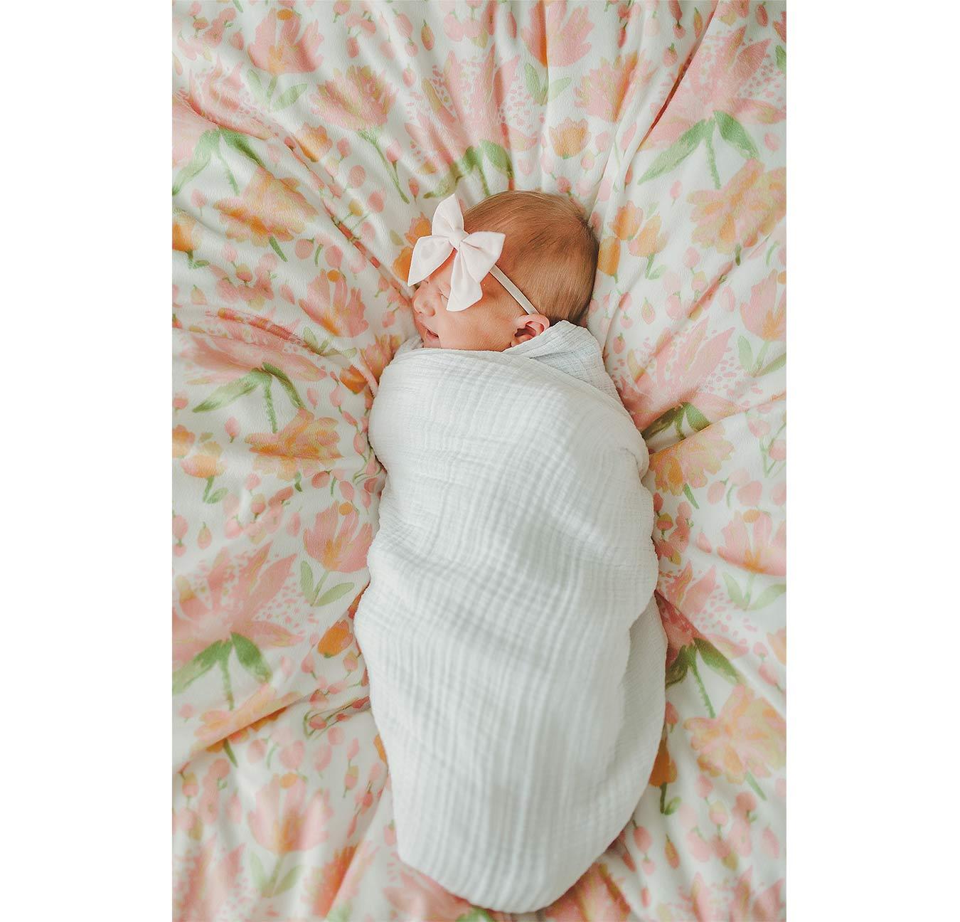 LoganUtahNewbornPhotographer-LifestyleNewbornPhotographyUtah-HeidiRandallStudios-Ellie-GirlNewbornPhotos-26.jpg